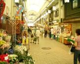 明石駅前の商店街。